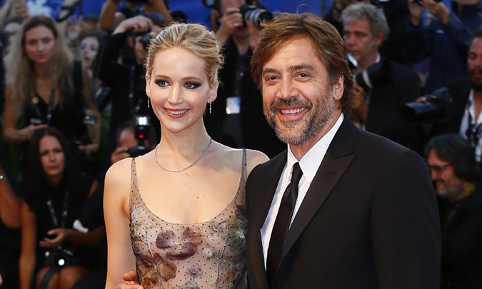 Javier Bardem espera en Venecia a Penélope y Jennifer Lawrence se presenta con su novio