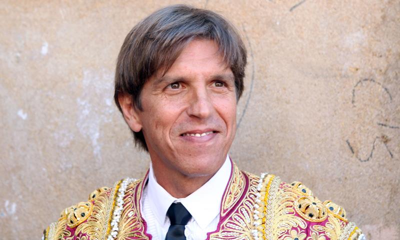 Manuel Díaz 'El Cordobés', trasladado al hospital tras sufrir una cogida