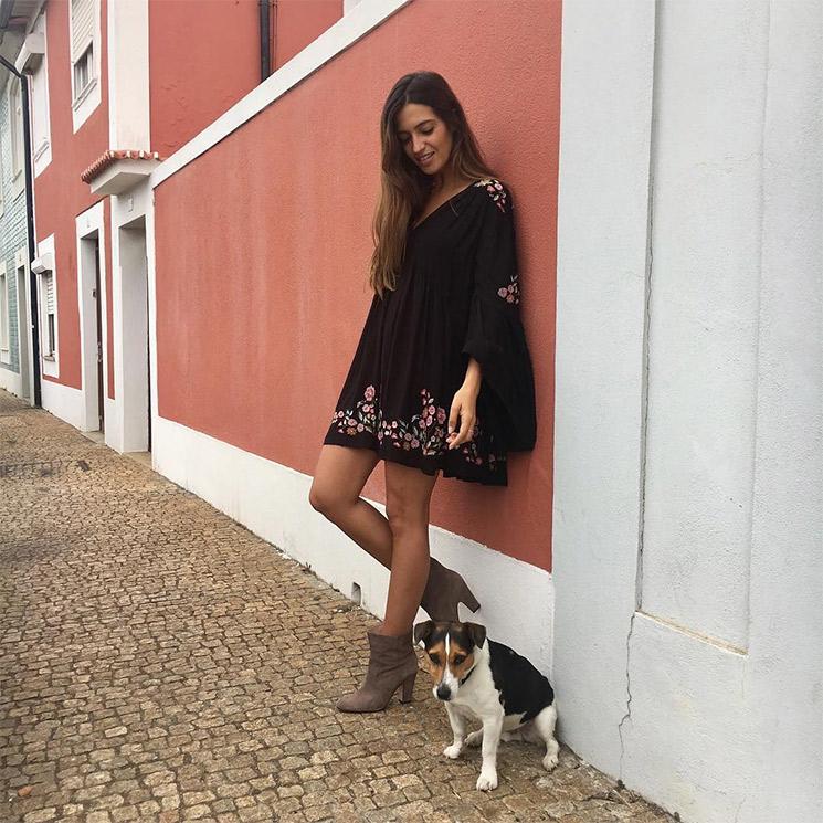 0ab2ce82f Minivestido  hippie  y botines  Sara Carbonero presume de  slow look