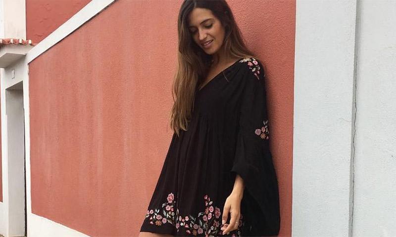 Minivestido 'hippie' y botines: Sara Carbonero presume de 'slow look'