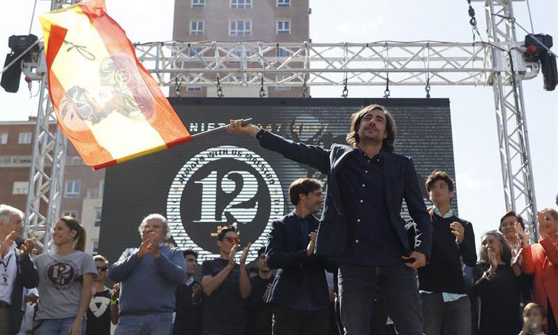 Lágrimas de emoción en el multitudinario homenaje en Madrid a Ángel Nieto