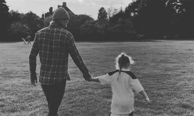 Harper Beckham Tras Los Pasos De Papa