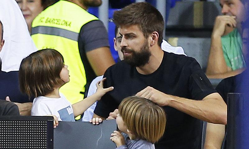 ¡Tarde de chicos! Mientras Shakira ensaya, Gerard Piqué y sus hijos se van al baloncesto