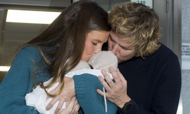 Álvaro de la Lama y su mujer, Emilia Alfaro, presentan a su primera hija, Isabel