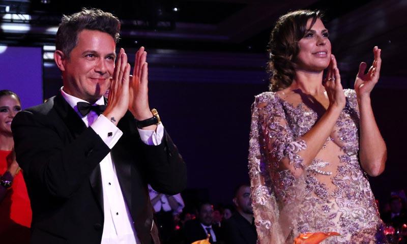 Alejandro Sanz, arropado por su mujer Raquel Perera y sus hijos en su noche más especial