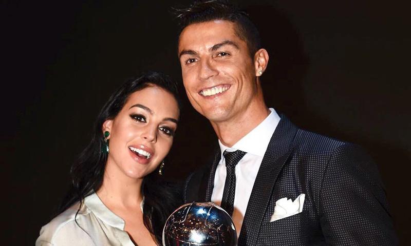El sorprendente 'look' de Cristiano Ronaldo horas antes de enfrentarse al Barça