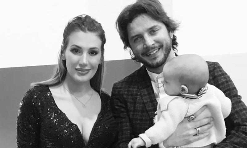 ¡Por fin! La primera foto de familia de Manuel Carrasco y Almudena Navalón