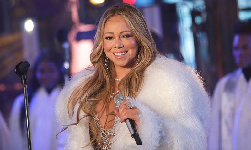 Mariah Carey paraliza las críticas con su actuación de fin de año