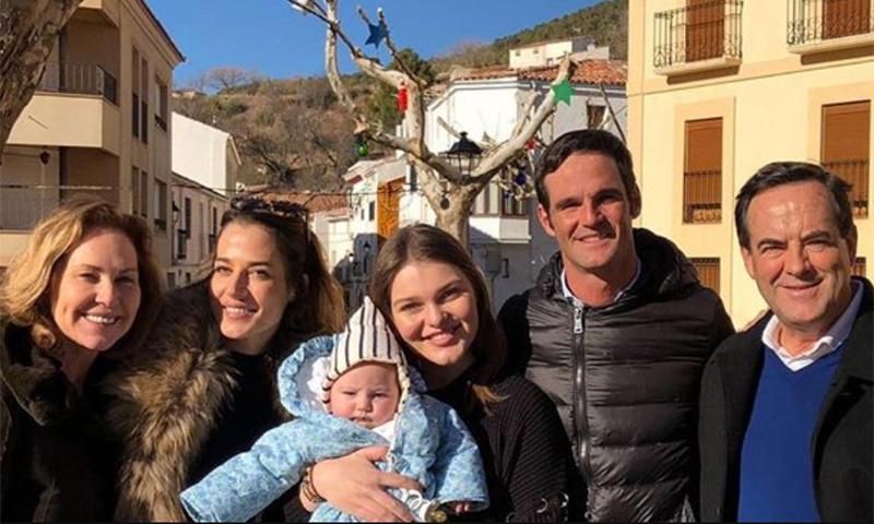 La felicidad de la familia Bono en sus primeras Navidades con la 'reina' de la casa