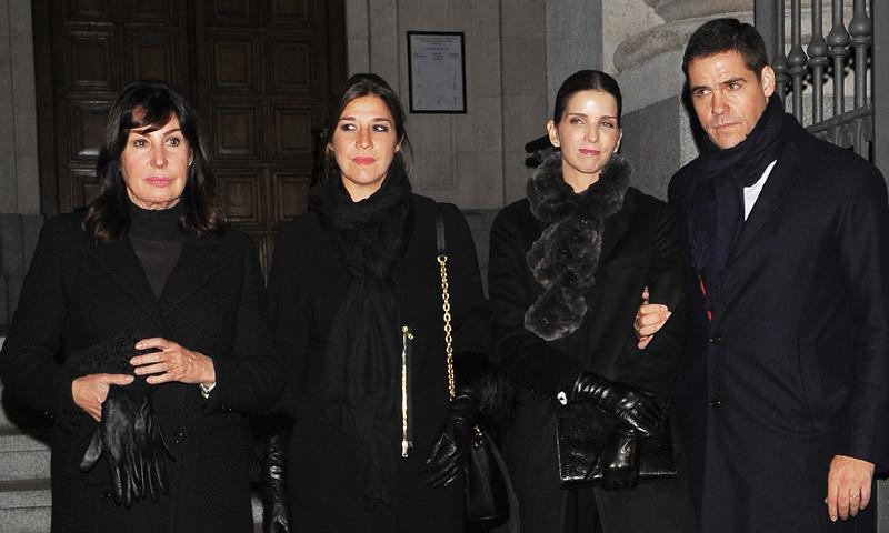 Familiares y amigos acuden a la misa funeral para dar el último adiós a Carmen Franco