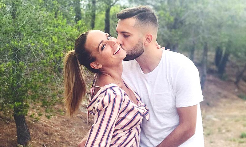 Jordi Alba y su novia Romarey Ventura han sido padres por primera vez