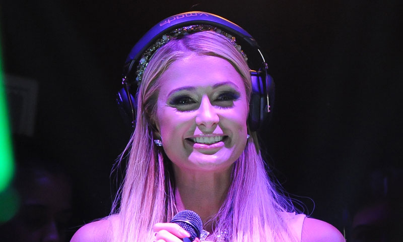 En plenos preparativos de boda, Paris Hilton dice adiós a su etapa de dj en Ibiza