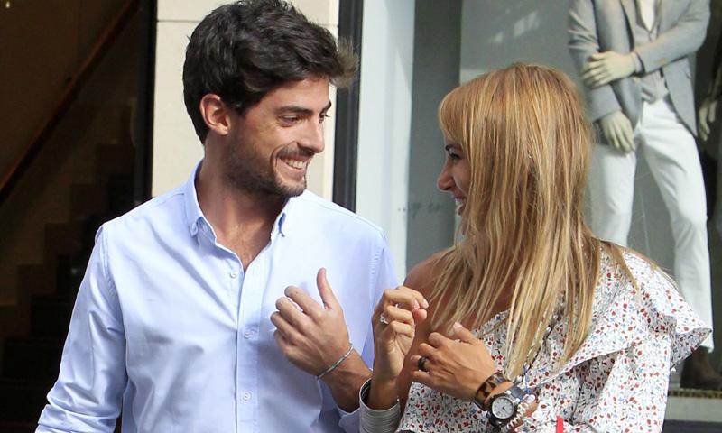 Alba Carrillo y David Vallespín celebran con una romántica cena su primer año de amor