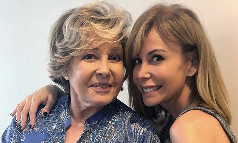Lara Dibildos, feliz y emocionada en el 87º cumpleaños de su madre, Laura Valenzuela