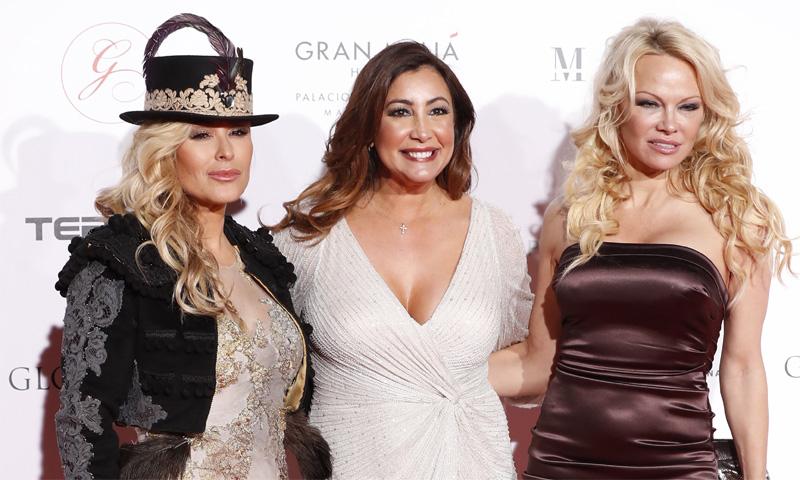 FOTOGALERÍA: ¿Qué hacen Pamela Anderson y Anastacia con Ana Rosa Quintana, Borja Thyssen y Carlos Falcó?