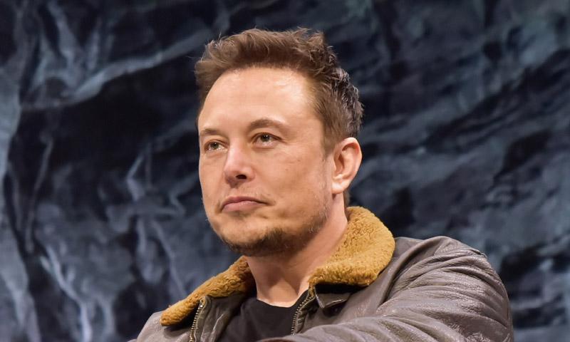 Elon Musk y el curioso caso de su extraña familia: su padre acaba de tener un bebé con su hijastra