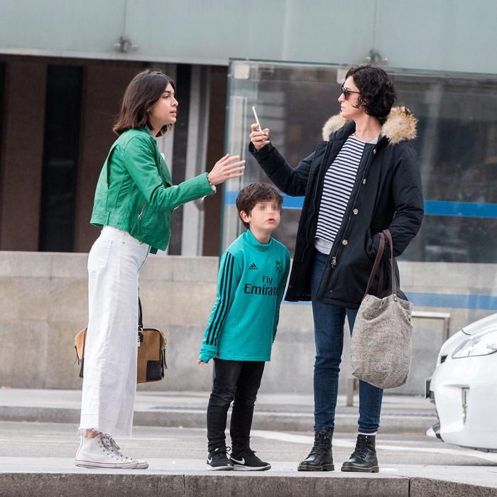 blanca romero pasea por madrid con sus hijos