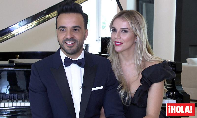 Luis Fonsi y Águeda López, risueños y cómplices en el divertido test de pareja de ¡HOLA!