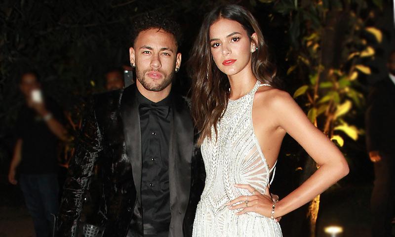 Neymar y Bruna Marquezine, presumen de amor... ¡y se comen a besos!