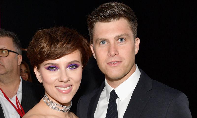 ¡Saltan chispas! Scarlett Johansson y Colin Jost, enamoradísimos en su debut sobre la alfombra roja