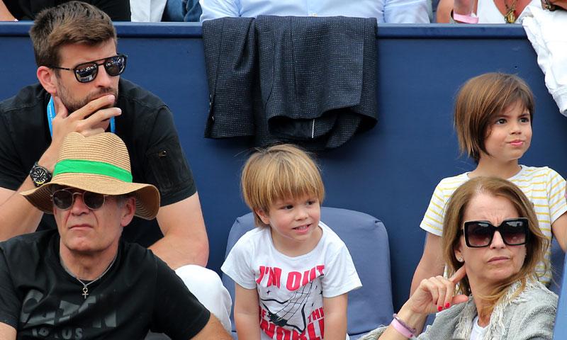 Gerard Piqué, todo un padrazo con Milan y Sasha en el tenis