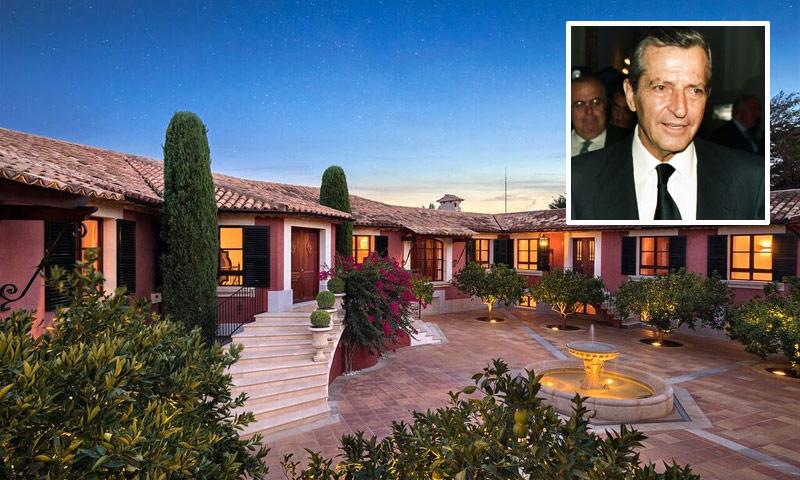 La exclusiva residencia en la que veraneaba Adolfo Suárez sale a la venta por trece millones de euros