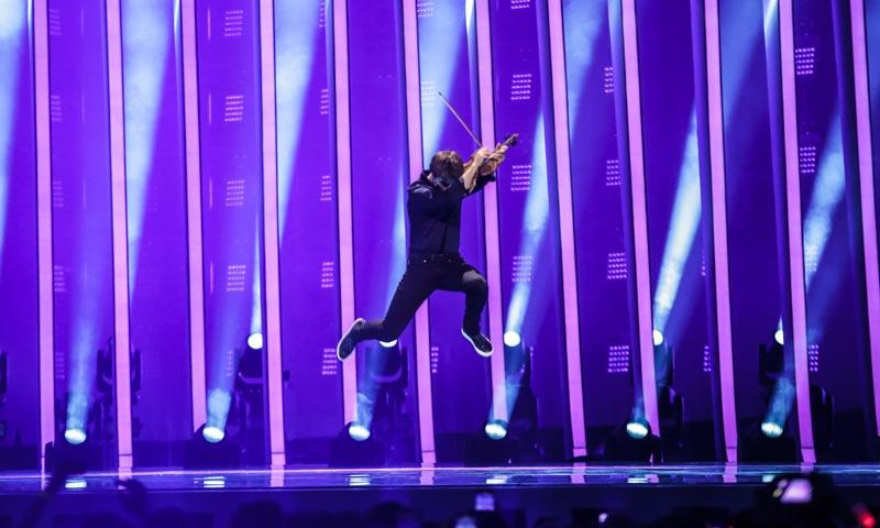 Espectaculares escenografías y eliminaciones históricas, las sorpresas de la segunda semifinal de Eurovisión