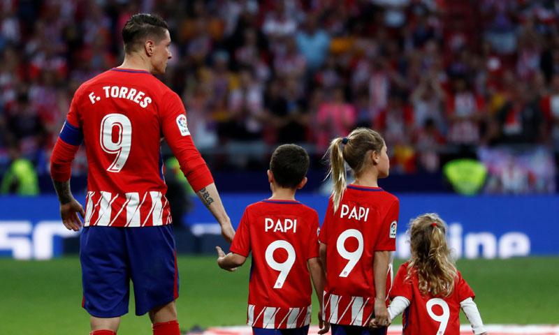 Las emocionadas despedidas de dos grandes de la Liga: Fernando Torres y Andrés Iniesta