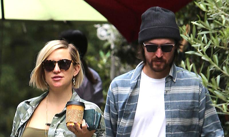 Kate Hudson luce tripita en una jornada de compras en familia