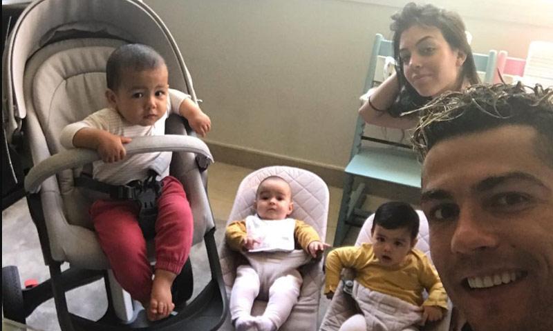 Resultado de imagen para Cristiano Ronaldo CON GEORGINA y sus hijos