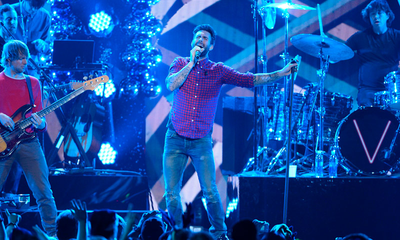 ¡En el videoclip de Maroon 5 no falta ni una 'celeb'!