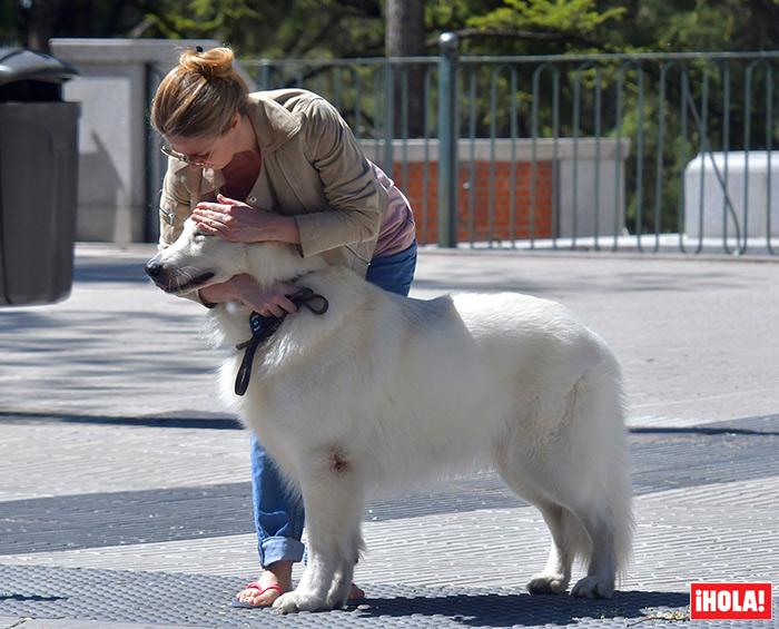Genoveva Casanova y su maxi perro