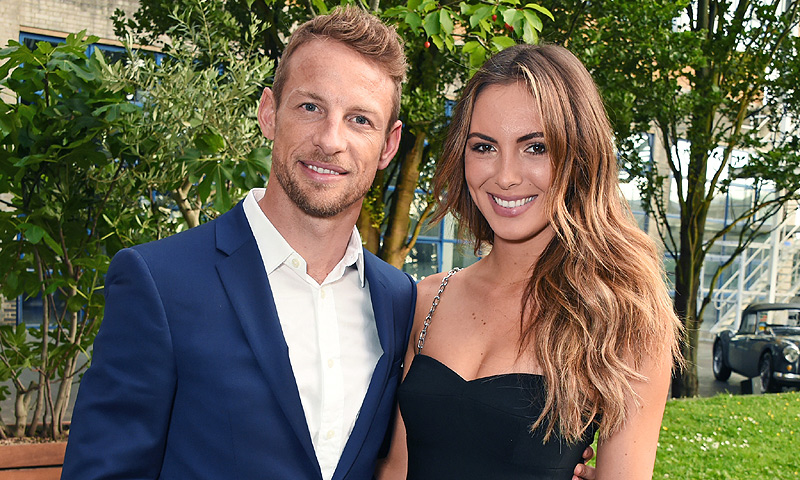 El piloto Jenson Button se ha comprometido con la modelo Brittny Ward