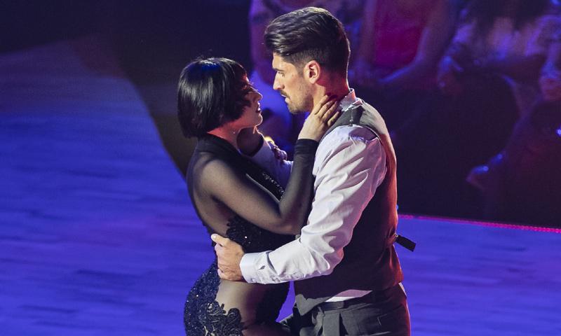 La sorpresa de Javier Hernanz y su compañera en 'Bailando con las estrellas' como broche a su actuación