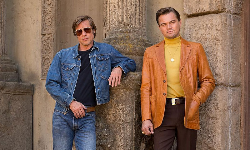 ¡Con look sesentero y juntos! Brad Pitt y Leonardo DiCaprio, como nunca antes los habías visto