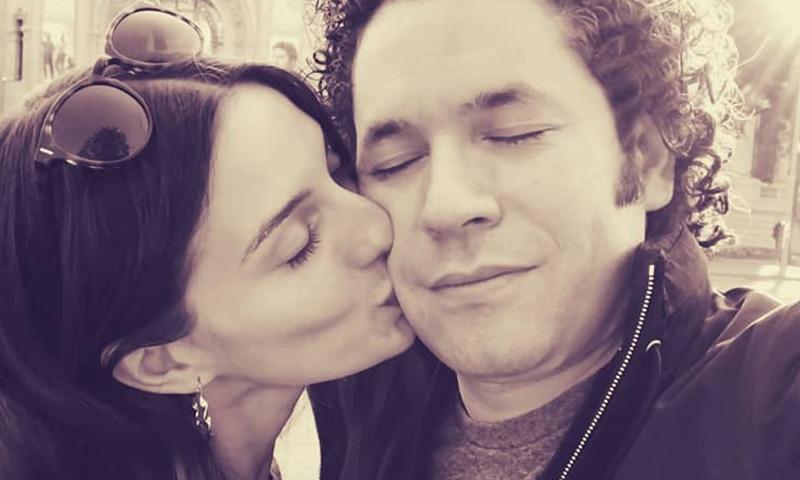La declaración de amor con beso incluido de María Valverde a Gustavo Dudamel