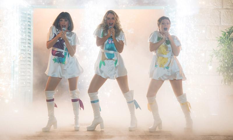 Echa un vistazo en primicia al icónico vestuario de 'Mamma Mia! Una y otra vez'