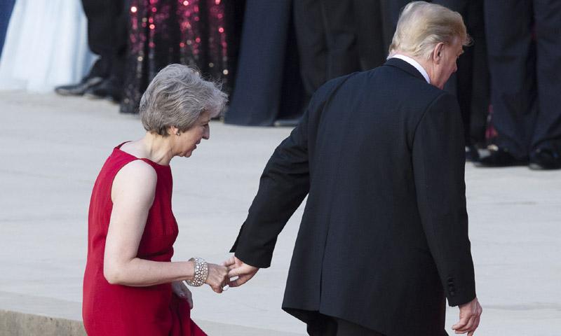 La foto que está dando la vuelta al mundo y otras anécdotas del encuentro entre Donald Trump y Theresa May