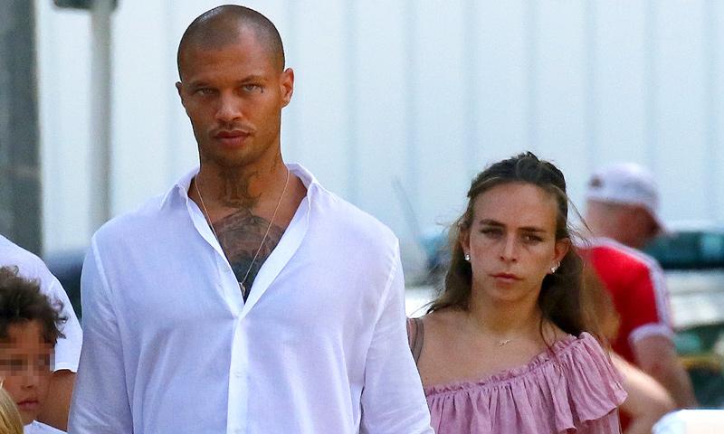 ¿Boda a la vista? Chloe Green luce un impresionante anillo en sus vacaciones con Jeremy Meeks