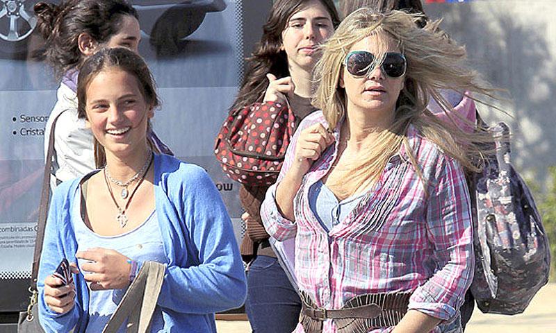 Mencía Fitz-James Stuart, hija de Isabel Sartorius, celebra su 21 cumpleaños rodeada de amigos en Madrid