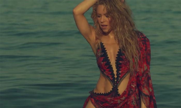 Shakira sube la temperatura junto a Maluma en su último