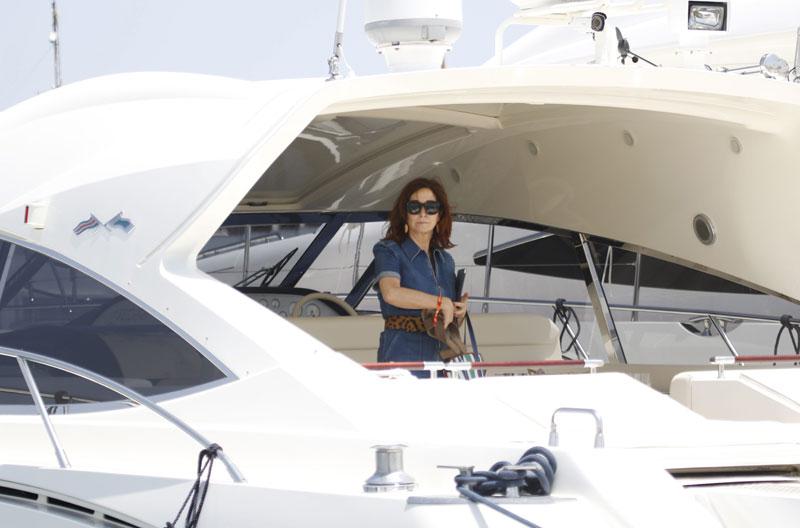 Ana Rosa Quintana comienza sus vacaciones a bordo de un yate en Ibiza