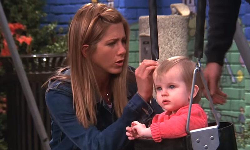 ¿Recuerdas a Emma, la hija de Jennifer Aniston en 'Friends'? Así están a sus 16 años las gemelas que la interpretaron