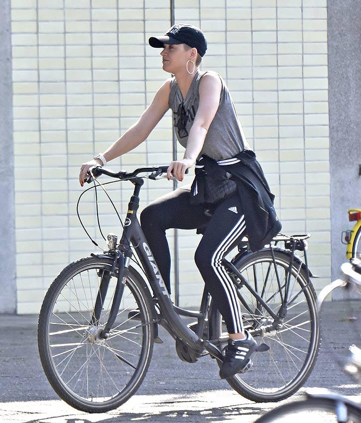 katy perry en bici