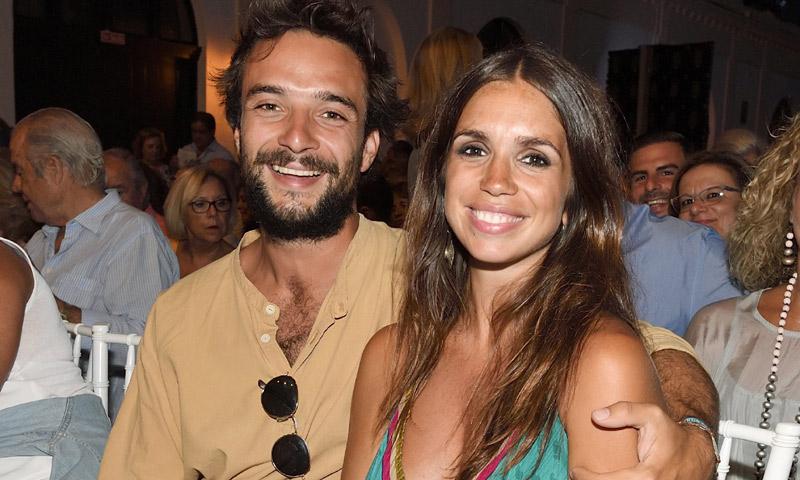Elena Furiase y Gonzalo Sierra presumen de amor (y de embarazo) en el concierto de Rosario Flores