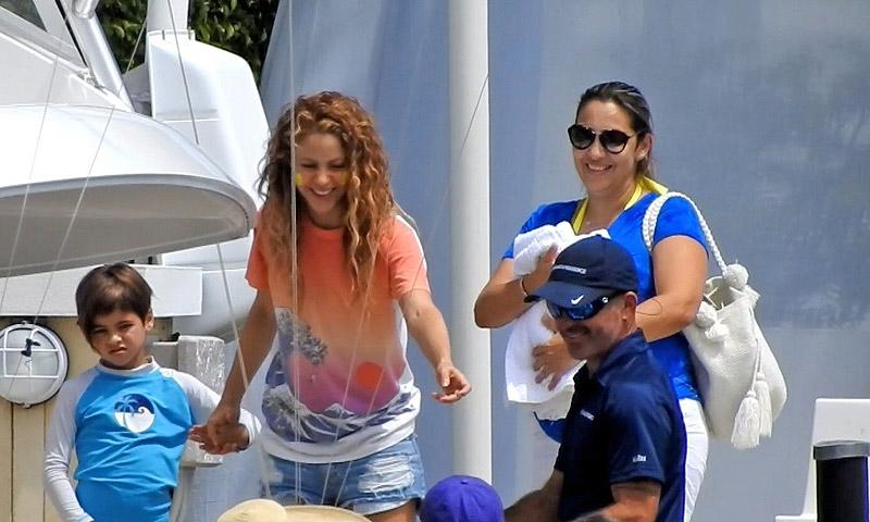 EXCLUSIVA: Shakira hace un alto en su gira para divertirse con sus hijos, Milan y Sasha