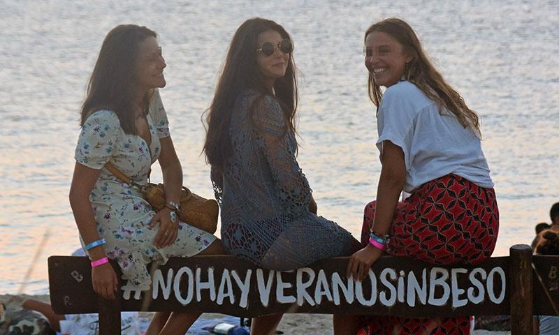 Cayetana Rivera disfruta de una divertida escapada con amigas a Formentera