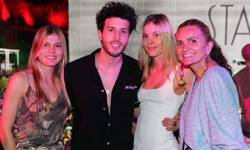 ¿Quién es el músico colombiano que 'enloquece' a las hijas de Julio Iglesias?