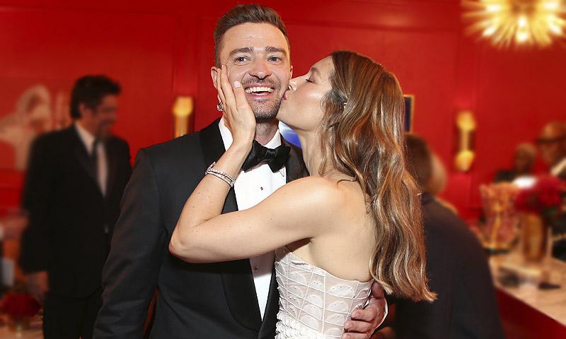 Besos, caricias, miradas... ¡el triunfo del amor en los premios Emmy!