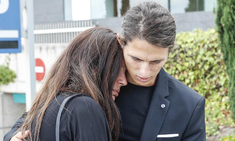 Sonia Monroy, muy afectada en el último adiós a su hermano Frank